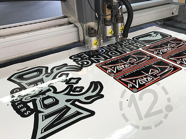 Flatbed cutter using kiss cut tool to cut vinyl material. 12-Point SignWorks - Franklin, TN